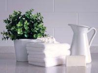 Zastanawiasz się, jak urządzić małą łazienkę w bloku? Podaruj sobie i bliskim prezent, który rozwiąże Wasze problemy