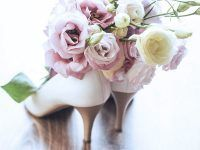Czy osoba towarzysząca kupuje prezent na wesele?