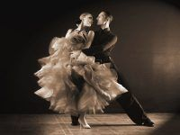 Karta podarunkowa na kurs tańca – podaruj bliskim nietypowy prezent