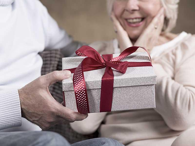 Wyjątkowe prezenty na urodziny dla babci