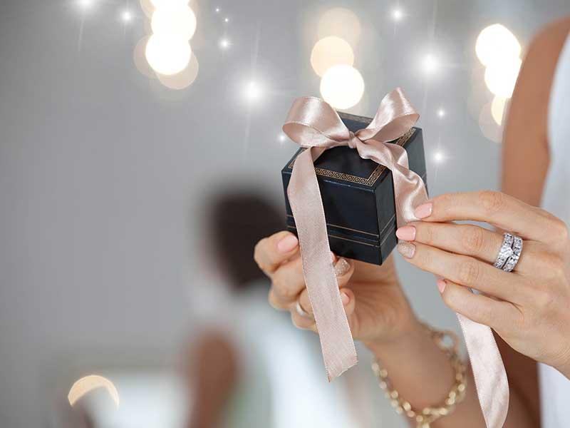 Pomysły na prezenty dla rodziców na ślub
