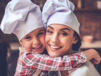 Szukasz pomysłu na niebanalny prezent dla maluchów? Proponujemy warsztaty gotowania dla dzieci!