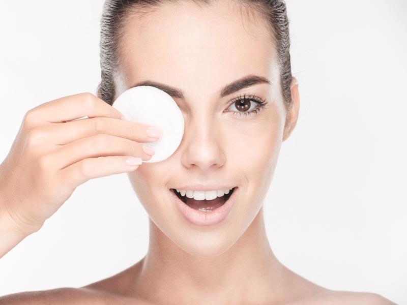 zabieg oczyszczania twarzy, kwas hialuronowy - salon kosmetyczny