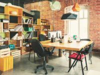 Biurowe dylematy, czyli jaki prezent wybrać na parapetówkę w firmie