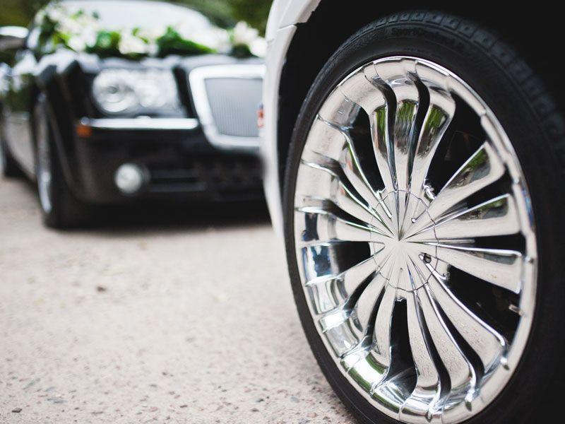 Voucher na wynajem auta na ślub – wyjątkowy prezent dla młodej pary