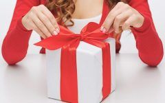 Jak zapakować duży prezent?