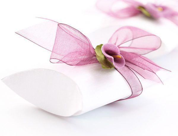 Sprawdź jak ładnie zapakować prezent ślubny