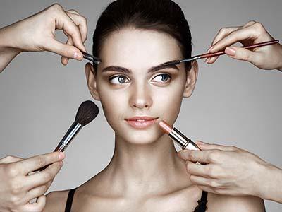 makijaż w prezencie dla kobiety