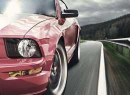 Jazda sportowym samochodem – doskonały pomysł na prezent dla niego