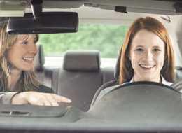 Karta podarunkowa na kurs nauki jazdy – oryginalny pomysł na prezent