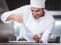 Każdy może nauczyć się gotować. Kurs gotowania dla początkujących to doskonały pomysł na prezent