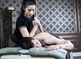 Pomysł na randkę we dwoje? Wybierzcie się na masaż tajski i zaznajcie smaku Orientu w samym sercu stolicy
