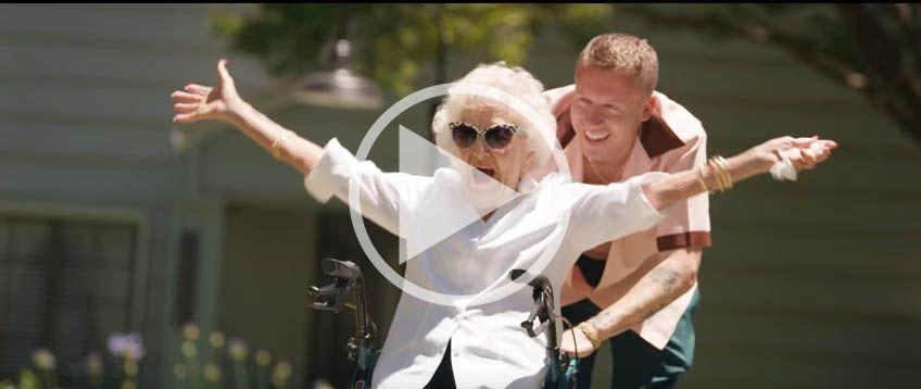 szczęśliwa babcia