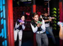 Laserowy paintball – voucher na emocjonujący pojedynek w gronie znajomych